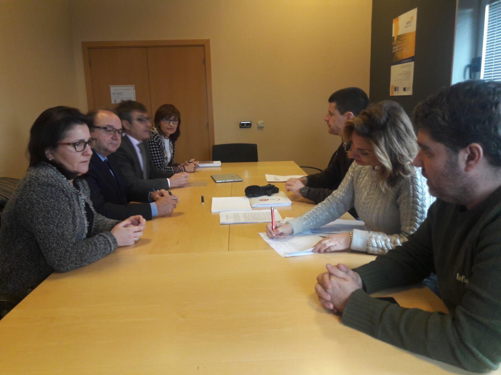 Ceoe zaragoza firmado el convenio de oficinas y despachos for Convenio colectivo oficinas y despachos zaragoza